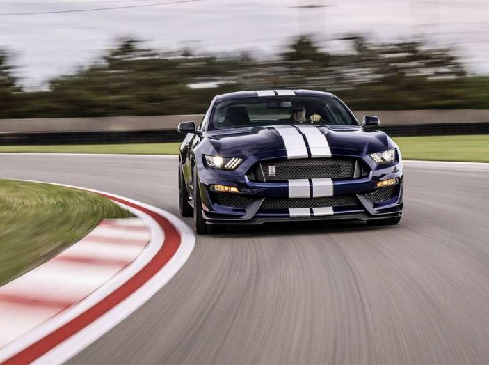 Ford Mustang Shelby GT350 2018, fascino da muscle car - Foto 5 di 11