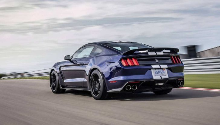 Ford Mustang Shelby GT350 2018, fascino da muscle car - Foto 8 di 11