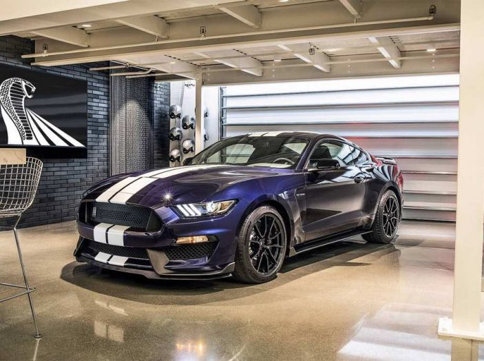 Ford Mustang Shelby GT350 2018, fascino da muscle car - Foto 1 di 11