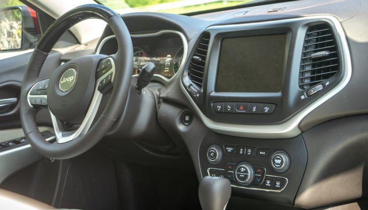 Test Drive Jeep Cherokee Overland, la prova del MultiJet da 200CV con 4×4 - Foto 22 di 27