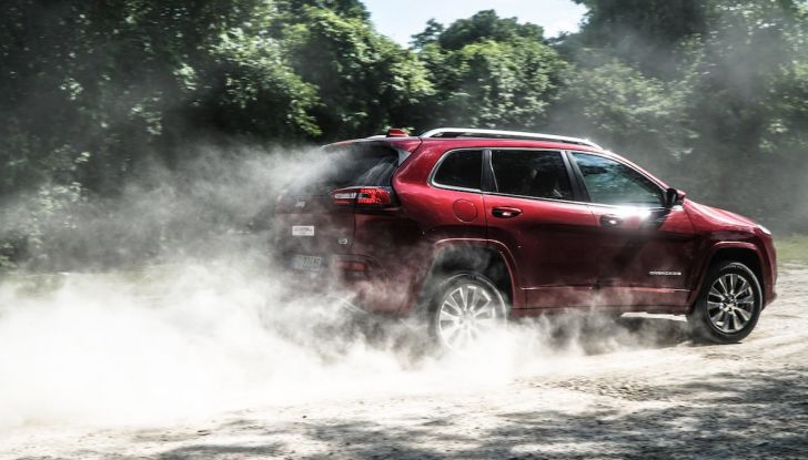 Test Drive Jeep Cherokee Overland, la prova del MultiJet da 200CV con 4×4 - Foto 2 di 27