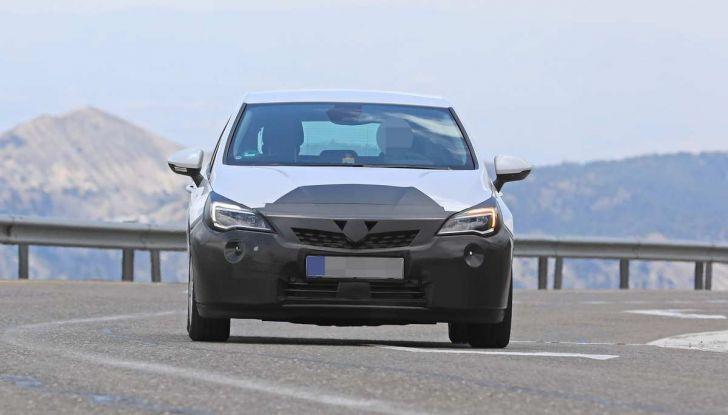 Opel Astra Facelift 2018, si avvicina il debutto della segmento C tedesca - Foto 13 di 20