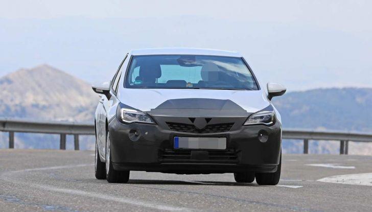 Opel Astra Facelift 2018, si avvicina il debutto della segmento C tedesca - Foto 15 di 20