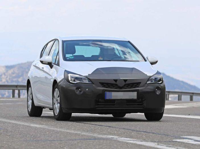 Opel Astra Facelift 2018, si avvicina il debutto della segmento C tedesca - Foto 17 di 20
