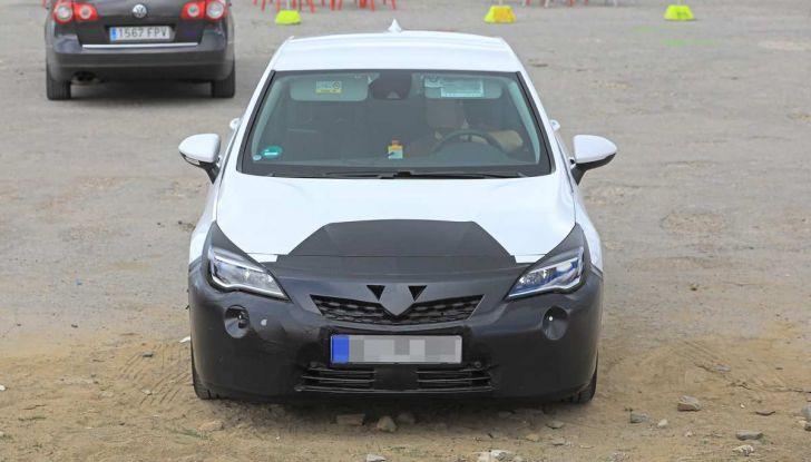 Opel Astra Facelift 2018, si avvicina il debutto della segmento C tedesca - Foto 10 di 20