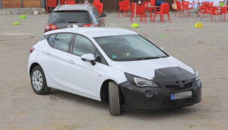 Opel Astra Facelift 2018, si avvicina il debutto della segmento C tedesca - Foto 8 di 20