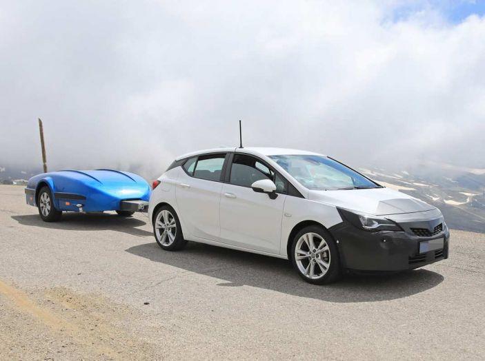 Opel Astra Facelift 2018, si avvicina il debutto della segmento C tedesca - Foto 1 di 20