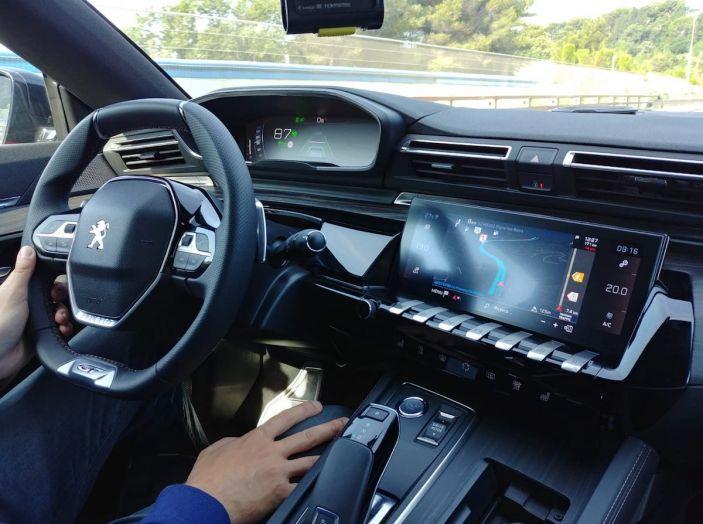 Test Drive Peugeot 508 2018: la berlina di lusso tra comfort e prestazioni - Foto 2 di 17