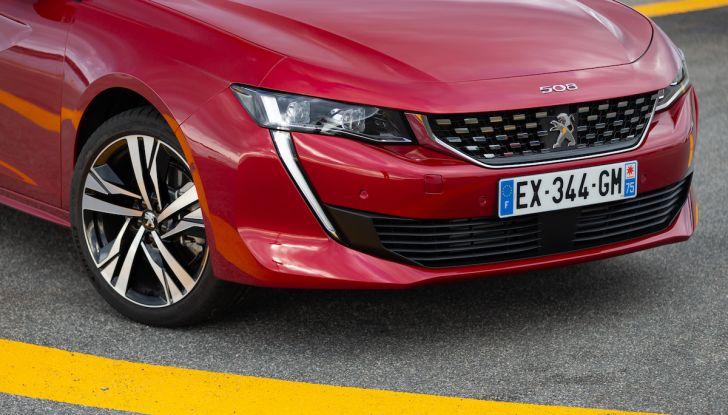 Test Drive Peugeot 508 2018: la berlina di lusso tra comfort e prestazioni - Foto 15 di 17