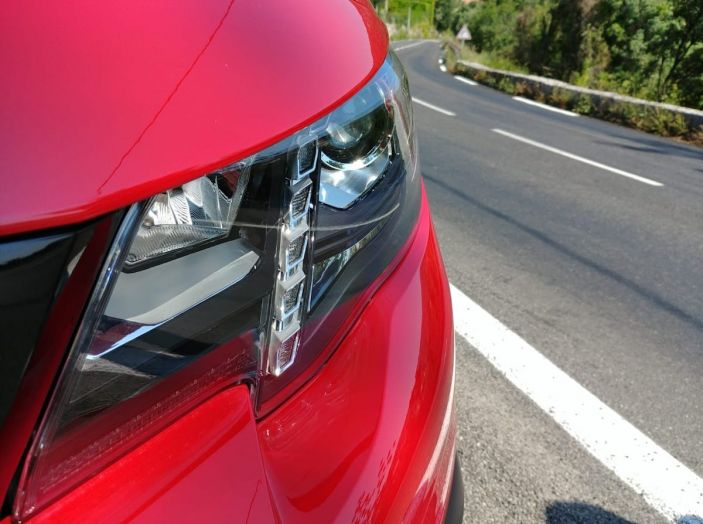 Prova nuovo Peugeot Rifter 2018: il multispazio pronto a tutto - Foto 3 di 22