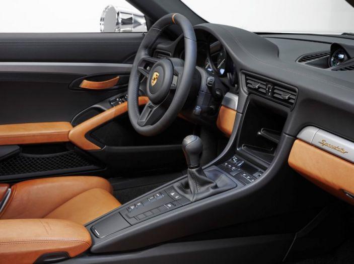 Porsche 911 Speedster: il ritorno di un mito per il 70° anniversario - Foto 21 di 26