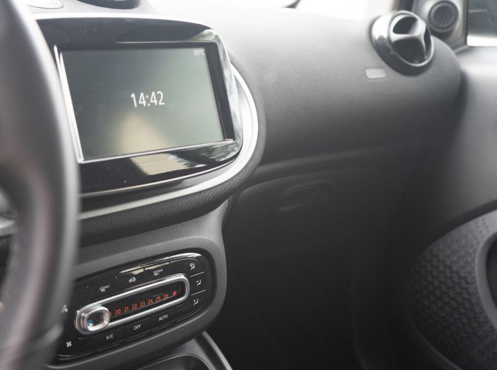 Prova Smart ForTwo Cabrio, la libertà della citycar per eccellenza - Foto 21 di 36