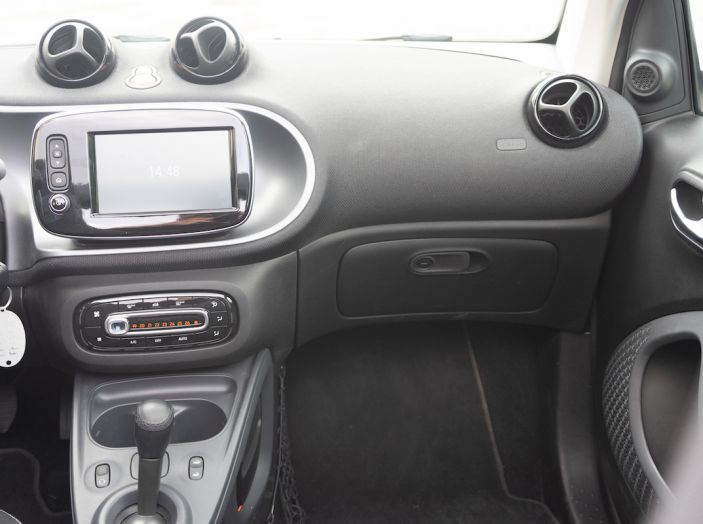 Prova Smart ForTwo Cabrio, la libertà della citycar per eccellenza - Foto 31 di 36