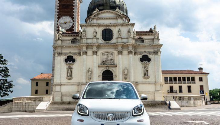 Prova Smart ForTwo Cabrio, la libertà della citycar per eccellenza - Foto 9 di 36
