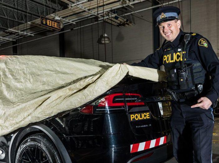 In Svizzera la Polizia abbandona il Diesel per guidare una Tesla Model X - Foto 2 di 6