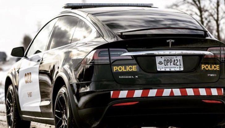 In Svizzera la Polizia abbandona il Diesel per guidare una Tesla Model X - Foto 4 di 6