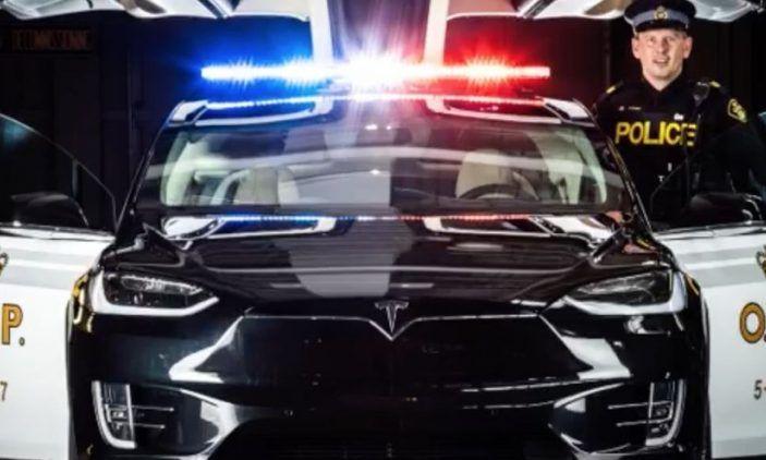 In Svizzera la Polizia abbandona il Diesel per guidare una Tesla Model X - Foto 1 di 6