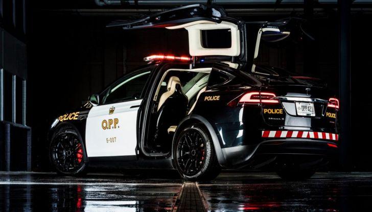 In Svizzera la Polizia abbandona il Diesel per guidare una Tesla Model X - Foto 5 di 6