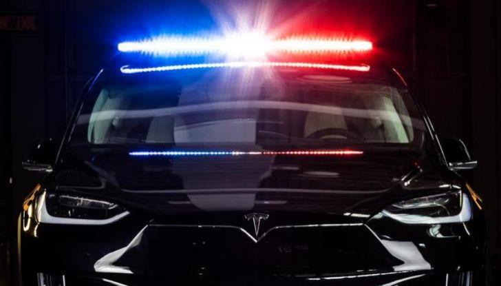 In Svizzera la Polizia abbandona il Diesel per guidare una Tesla Model X - Foto 6 di 6