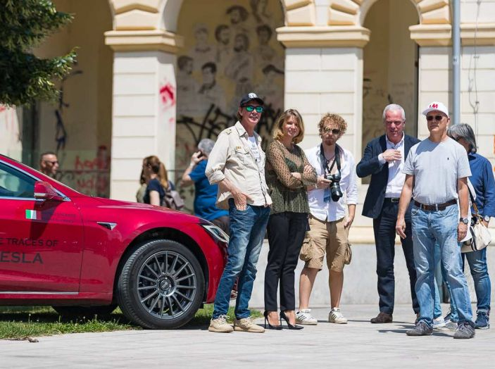 Tesla Model X prova su strada, autonomia, tempi di ricarica e optional - Foto 11 di 35