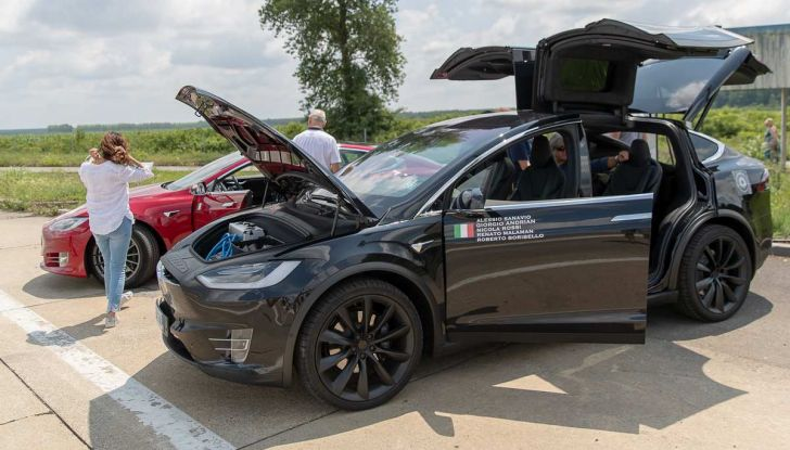 Tesla Model X prova su strada, autonomia, tempi di ricarica e optional - Foto 12 di 35
