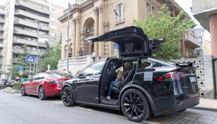 Tesla Model X prova su strada