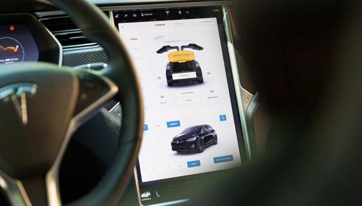 Tesla Model X prova su strada, autonomia, tempi di ricarica e optional - Foto 5 di 35