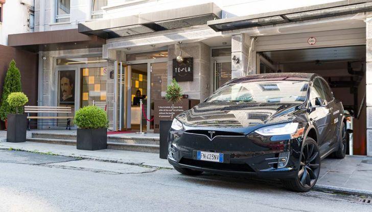 Tesla Model X prova su strada, autonomia, tempi di ricarica e optional - Foto 23 di 35