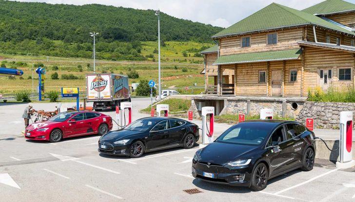 Tesla Model X prova su strada, autonomia, tempi di ricarica e optional - Foto 24 di 35