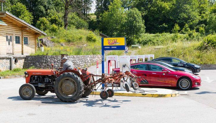 Tesla Model X prova su strada, autonomia, tempi di ricarica e optional - Foto 25 di 35