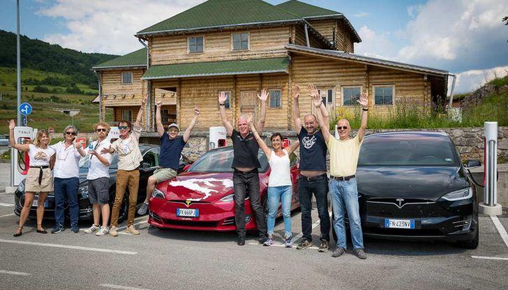 Tesla Model X prova su strada, autonomia, tempi di ricarica e optional - Foto 26 di 35