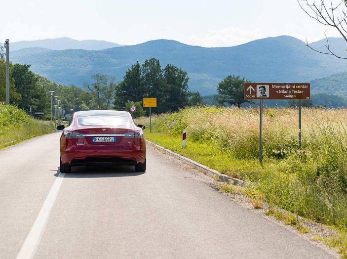 Tesla Model X prova su strada, autonomia, tempi di ricarica e optional - Foto 27 di 35