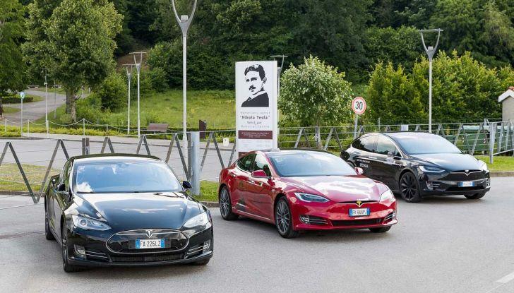 Tesla Model X prova su strada, autonomia, tempi di ricarica e optional - Foto 28 di 35