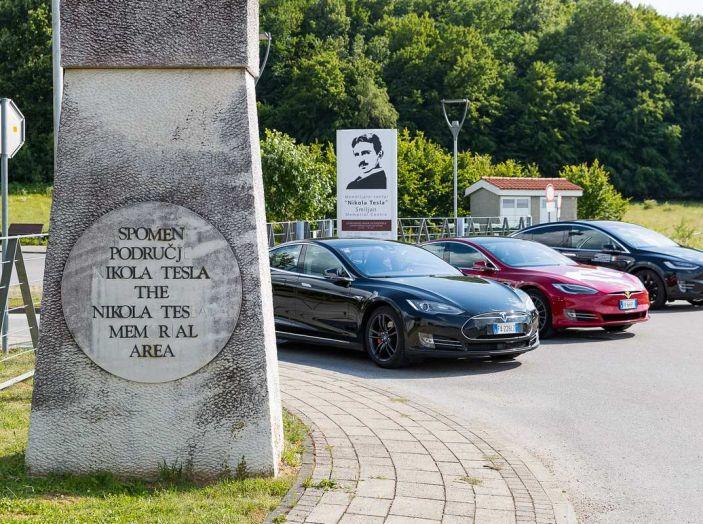 Tesla Model X prova su strada, autonomia, tempi di ricarica e optional - Foto 1 di 35