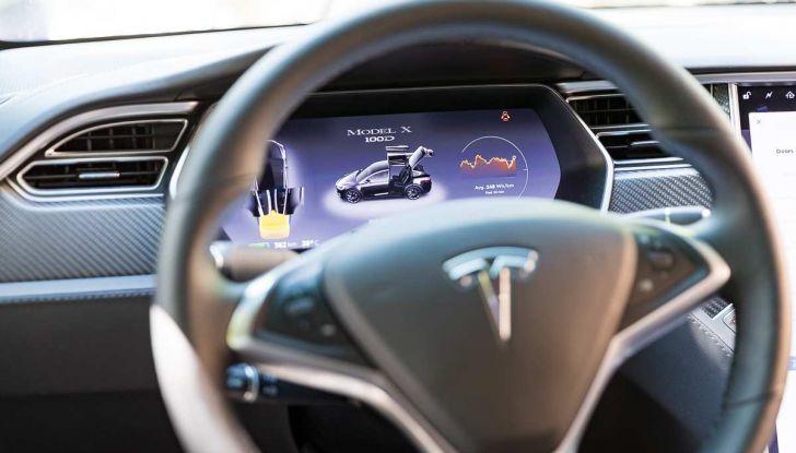 Tesla Model X prova su strada, autonomia, tempi di ricarica e optional - Foto 6 di 35