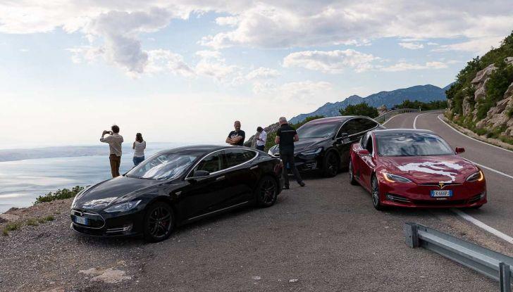 Tesla Model X prova su strada, autonomia, tempi di ricarica e optional - Foto 30 di 35