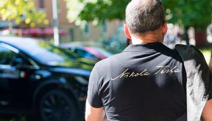 Tesla Model X prova su strada, autonomia, tempi di ricarica e optional - Foto 33 di 35