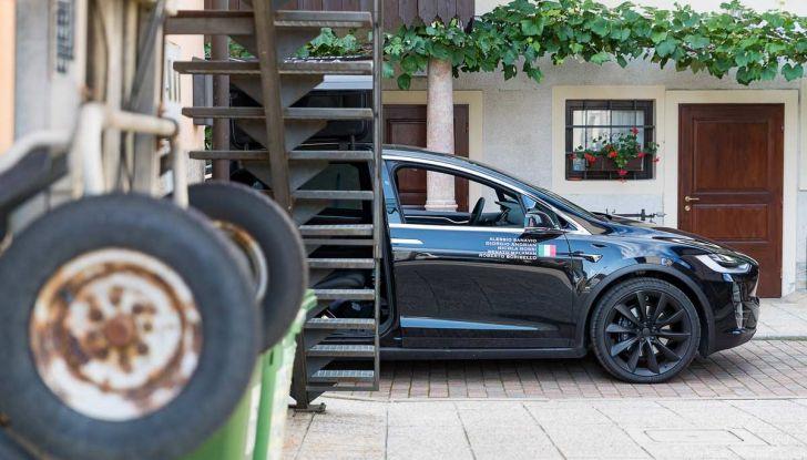 Tesla Model X prova su strada, autonomia, tempi di ricarica e optional - Foto 2 di 35