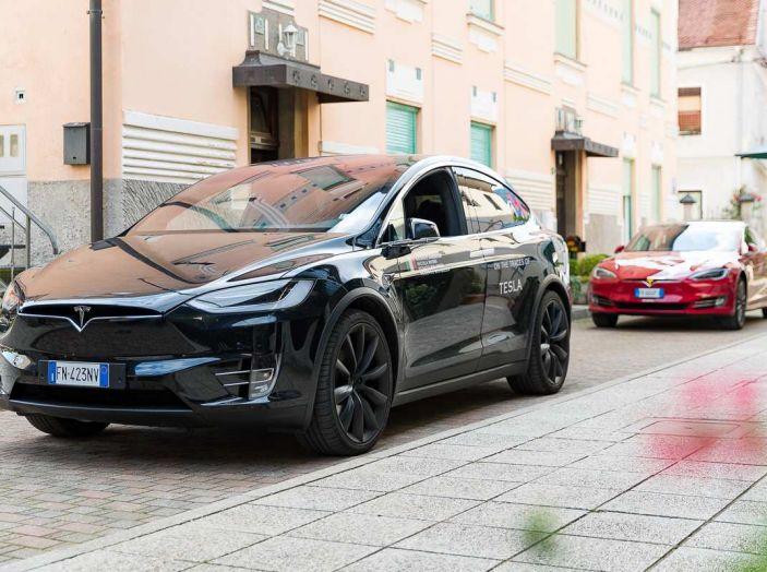 Tesla Model X prova su strada, autonomia, tempi di ricarica e optional - Foto 3 di 35
