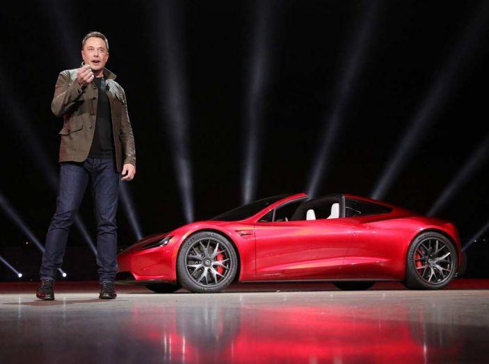 Tesla Roadster 2020 con speciale allestimento SpaceX Package - Foto 10 di 10