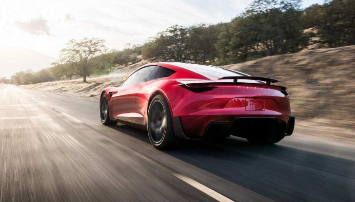 La Tesla Roadster 2 batte la Ferrari F1 2019 in una Drag Race al Sym - Foto 2 di 13