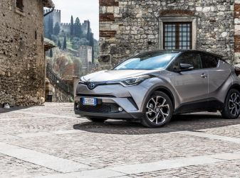 [VIDEO] Toyota C-HR 2018, La nostra prova dell'Hybrid SUV da 26Km/l