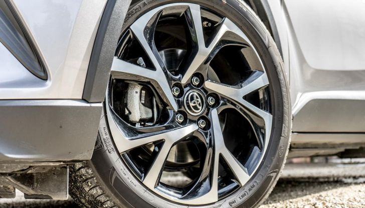 [VIDEO] Toyota C-HR 2018, La nostra prova dell'Hybrid SUV da 26Km/l - Foto 5 di 36