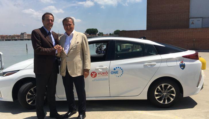 Toyota lancia YUKO, il Car Sharing ibrido a Venezia - Foto 2 di 10