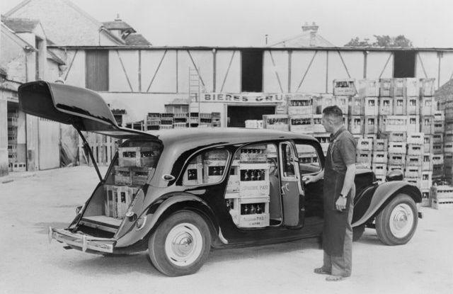 1934: André Citroën lancia la produzione in serie della Traction Avant - Foto 9 di 12