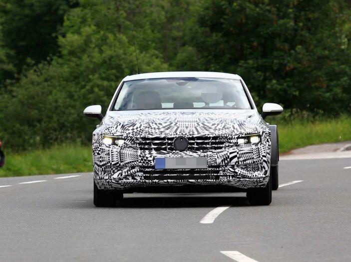 Volkswagen Passat Facelift 2019, nuovo design e motori - Foto 15 di 15