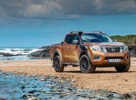 Nissan Navara, il pick-up ripulisce le spiagge dalla plastica