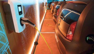 """Debutta a Barcellona il """"car sharing"""" con le Seat eMii"""