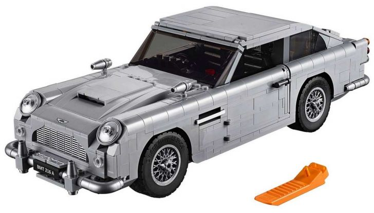 Aston Martin DB5 di James Bond diventa un set LEGO - Foto 3 di 15