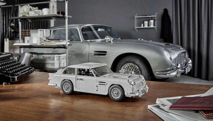 Aston Martin DB5 di James Bond diventa un set LEGO - Foto 1 di 15